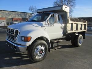 2000 Ford F-650 XL Single Axle Dump Truck