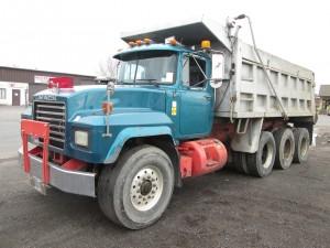 1996 Mack RD690S Triaxle Dump Truck