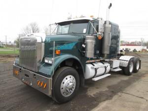 2007 Freightliner Tandem Axle Sleeper Tractor