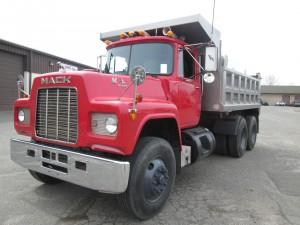 1987 Mack R686ST Tandem Axle Dump Truck