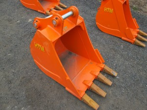 24 in. Excavator Bucket With Teeth