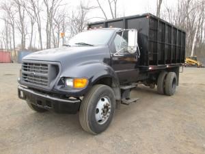 2000 Ford F-750 XL Dump Truck
