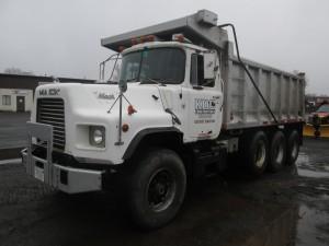 1989 Mack DM690S Tri/A Dump Truck