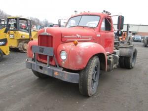 1961 Mack B61 S/A Tractor