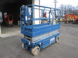 2000 Genie GS-2032 Electric Scissor Lift