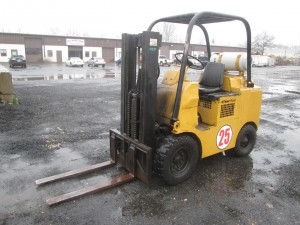 Towmotor Pneumatic Tire Forklift