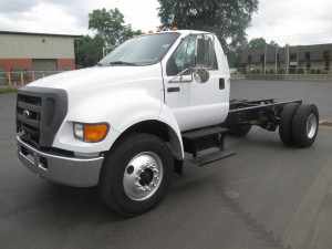 2004 Ford F-750 XL Cab and Chassis