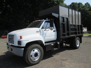 2001 GMC C6500 S/A Leaf/Chip Truck