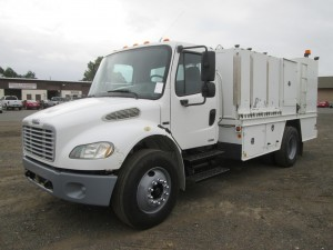 2006 Freightliner M2 S/A Service/Lube Truck