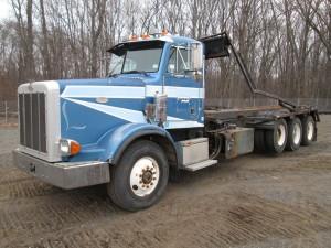 1996 Peterbilt 357 Tri/A Rolloff Truck