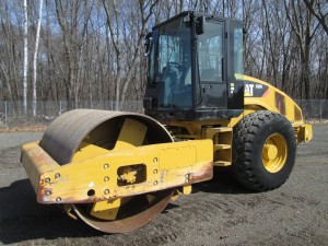 2010 Caterpillar CS56 Smooth Drum Vibratory Roller