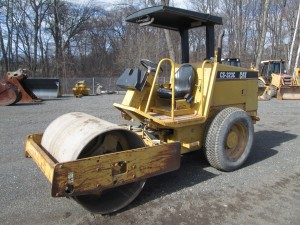 2004 Caterpillar CS-323C Smooth Drum Roller
