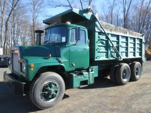 1972 Mack DM685S T/A Dump Truck