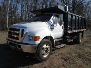 2004 Ford F-750 XLT S/A Dump Truck