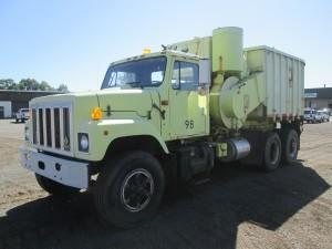 1995 International 2574 T/A Vac Truck