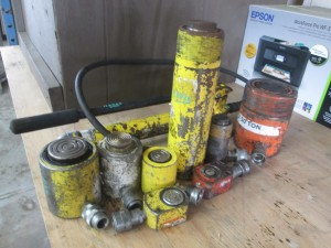 Quantity of Hydraulic Jacks and Pump