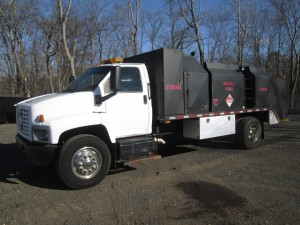 2004 Chevrolet C7500 Fuel/Lube Truck