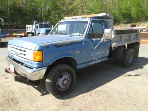 1989 Ford F-350 S/A Dump Truck