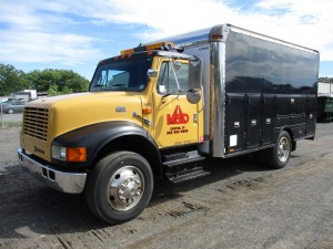 2000 International 4700 S/A Enclosed Utility Truck