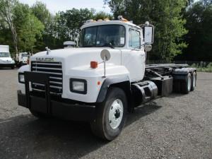 1999 Mack RD688S T/A Rolloff Truck