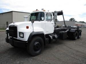 2002 Mack RD688S T/A Rolloff Truck