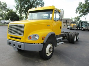 1999 Freightliner FL112 T/A Cab and Chassis