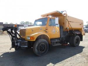 2000 International 4900 S/A Dump Truck