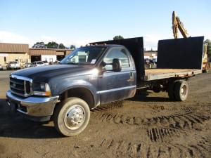 2004 Ford F-550 XL Flatbed Truck