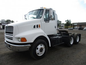 1998 Ford LT9513 T/A Tractor