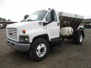 2005 GMC C7500 S/A Sander Truck